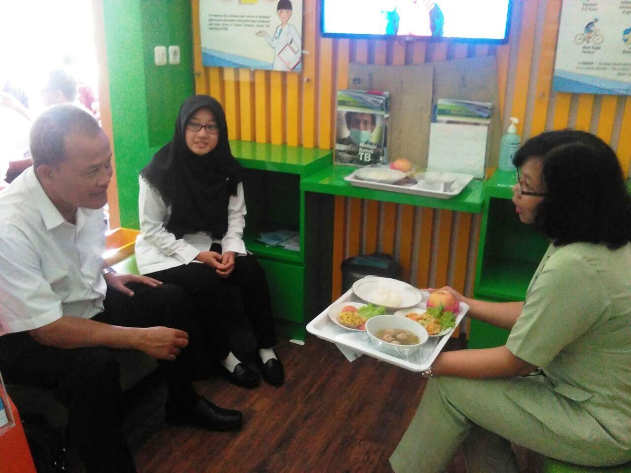 PKRS di Rawat Jalan ( Healt Education Corner ) oleh Sulihjati, A. MG dengan tema Diet pada penderita