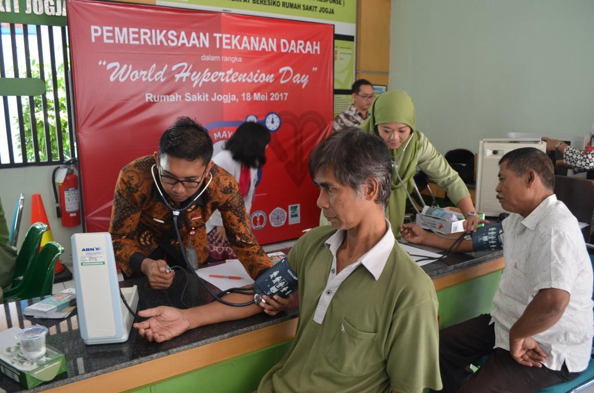 Pemeriksaan Tekanan Darah Dalam Rangka World Hypertension Day